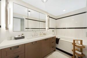 Carmelo-and-La-Las-bathroom-662cf8-1024x682